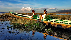 How to get out there (gerard eder) Tags: world travel reise viajes asia southeastasia myanmar burma birmania birma lake lago interior lakeinle boats boote barcas landscape landschaft paisajes natur nature naturaleza people reflections spiegelung outdoor