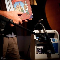 07_ChansonSeuleEtMalAccompagnee_7006 (darry@darryphotos.com) Tags: cafeduboulevard chansonseuleetmalaccompagnée d700 deuxsevres larondedesjurons melle melle79 mireille nikon nouvelleaquitaine artsdelarue concert mercredissurlaroute2017 music musiciens musique scene show la machine à coudes