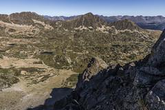 Cercle de Pessons, Principat d'Andorra (kike.matas) Tags: canon canoneos6d canonef1635f28liiusm kikematas cercledepessons picdemontmalús pessons estanysdepessons encamp andorra andorre principatdandorra pirineos paisaje montañas sombras rocas lagos nature lightroom4 senderismo андорра