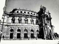 "Dresden, Semperoper. • <a style=""font-size:0.8em;"" href=""http://www.flickr.com/photos/56785431@N07/36164108024/"" target=""_blank"">View on Flickr</a>"