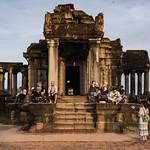 Biblioteca del Templo de Angkor al amanecer, Siem Reap, Camboya thumbnail