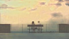 Assis sur le banc (Fabrice1965) Tags: italie ligurie méditerranée laspezia portovenere cinqueterre monterosso vernazza corniglia manarola riomaggiore scène rue texture