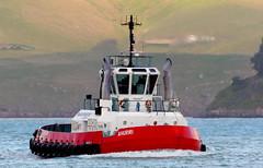 Anglų lietuvių žodynas. Žodis afloat reiškia adv 1) ant vandens paviršiaus; to get a ship afloat išvilkti laivą (iš seklumos); 2) įkarštyje lietuviškai.