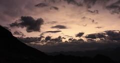 réveil à la cabane des Becs de Bosson (bulbocode909) Tags: valais suisse cabanedesbecsdebosson ciel nuages montagnes nature valdanniviers valdhérens