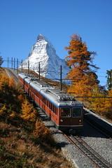 Gornergratbahn vor dem Matterhorn (swissrailscene) Tags: gornergrat gornergratbahn bergbahn zahnradbahn cog matterhorn zermatt mont cervin monte cervino railway