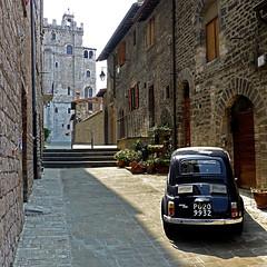 Fiat Cinquecento, Gubbio (pom.angers) Tags: panasonicdmctz30 july 2012 gubbio umbria italia italy europeanunion car vintagecar fiat500 cinquecento fiatcinquecento fiat 100 150 200 300 perugia 400