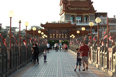Lotus pond - Kaohsiung (Chapo78) Tags: taiwan lotus pond kaohsiung bridge temple sunset