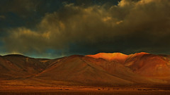 Mountains beckon !! (Lopamudra !) Tags: landscape lopamudra lopamudrabarman lopa ladakh jk india mountain mountains sunset sundown sunlight dusk evening twilight colour color colours cold colourful tsokar clouds cloud sky skyscape himalaya himalayas highaltitude highland picturesque nature drama dramatic sunshine
