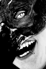 Sichtweisen - Der Greif - Perspektive (One-Basic-Of-Art) Tags: black white schwarz weis weiss grau gris grey contrast kontrast noir blanc mono monochrom monochrome einfarbig person human mensch people menschen personen 1basicofart onebasicofart art kunst kusntwerk artwork canon canoneos canoneos350d fotografie amaribcyberdelia photography tfp timeforprint zeitgegenabzüge timeforpicture shootind photograph model outdoor natur face gesicht körper mythologie mythos mystery mytisch dunkel secret geheimnisvoll mund mouth teeth zähne spitzezähne spitz dergreif greif dark darkest darkness finster finsternis geheimnis sagen fabeln portrait