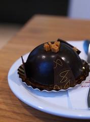 Caramel Chocolade Bol Gebak (Long Sleeper) Tags: sweets dessert food cafe bondensmolders cake caramelchocoladebolgebak caramel chocolate utrecht holland thenetherlands lumixg425mmf17asph dmcgx1