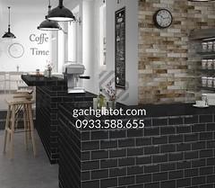 Quầy bar dùng gạch thẻ đen 7.5x15cm