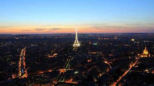 Vue aérienne de Paris, un soir d'été