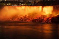 Illumination der Niagarafälle (Lilongwe2007) Tags: niagarafälle illumination abend american falls nacht lichtshow spiegelung farben