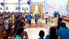 Bailando en el encuentro de jovenes de confirmacion en la parroquia de la Stma. Trinidad de Guayacan