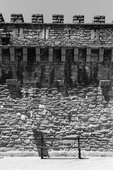 Un banco. (carlosgsanmillan) Tags: españa spain euskadi vasco vitoria gasteiz alava blanco negro black white banco muralla
