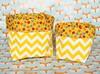 Cestinho PVC chevron amarelo/branco e tecido floral com fundo amarelo (vojacy) Tags: cestinhos decoração decoraçãoinfantil quartodobebê quartodecriança quartoinfantil organização decoraçãodivertida chevron chevronamarelo