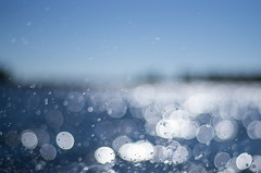 splash (ΞSSΞ®®Ξ) Tags: ξssξ®®ξ smcpentaxm50mmf17 pentax k5 stefanorugolo bubbles bokeh sea light sweden hälsingland archipelago fromtheboat boatride water abstract splash sparkle brilliancy magic summer blur blue