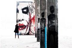 Hell's Kitchen (ThorstenKoch) Tags: street streetphotography stadt strasse schatten shadow silhouette urban urbanart hell'skitchen fuji fujifilm xt10 thorstenkoch joker pov photography people picture photographer place portrait marvels comic art newspaper