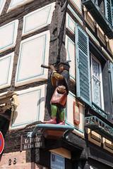 Un flautista decorativo... Ribeauvillé (marigrish) Tags: elflautista escultura francia ribeauvillé tamron2875 ribeauville grandest