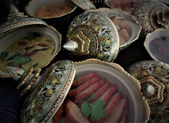 Thai dishes (SM Tham) Tags: asia southeastasia thailand bangkok sathorn sathon mrkukritheritagehome traditional thai house museum benjarong porcelain dishes bowls lids handpainted food greencurry meat display