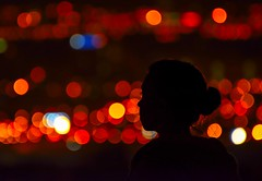 Bokeh (Contraluz III) (eme emepe) Tags: desenfoque night noche redlights silhouette profile perfil backlighting lights contraluzbokeh luces silueta bokeh