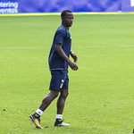 Yeboah siguiendo la jugada thumbnail