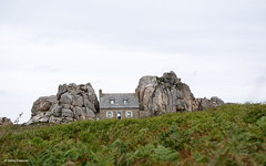 The house between the rocks, Brittany, France (Ineke Klaassen) Tags: rocks housebetweentherocks brittany bretagne breton îlethebréhat plougrescant castelmeur lamaisondugouffre cotesdarmor legouffre gouffre france frankrijk fra housebetweenrocks sony sonyimages sonyilce6000 ilce sonyalpha6000 sonyalpha sonyalphateam sonyalphasteam sonyalphalab maison house houses maisons huis huizen zoomnl rock building property home 30faves 900views 1000views 35faves 40faves 1250views 1750views
