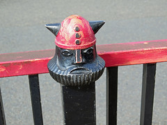 Viking Fence! (RiverCrouchWalker) Tags: wandletrail earlsfield london trewintstreet fence viking vikingfence red black bridge fencefriday happyfencefriday