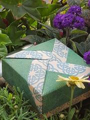Schachtel im keltischen Design; Tomoko Fuse (musitine) Tags: origami box schachtel celtic