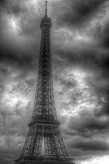 monument de Paris (France) (darwaysh) Tags: paris eiffel tower france blackandwhite art architecturalphotography darwaysh darwayshthephotographer masterphotographer flickr instagramwandringdarwaysh explore