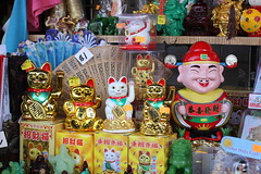 endearing Asian statuettes (vtpoly) Tags: luckycat figurines statuettes asian chinatown losangeles downtown california culture stores shops polywoda cat happy