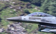 Lockheed Martin F-16 Fighting Falcon SP AF91 403 016-1-2 (cwoodend..........Thanks) Tags: 2017 july2017 wales snowdonia machloop mach machlooplfa7 lfa7 lowfly lowlevel usaf 480tacticalfightersquadron 480tfs bluebell spangdahlem af91403 403 spaf91403 lockheed lockheedmartin f16 viper fightingfalcon lockheedmartinf16