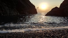 2017-08-19_11-19-27 (Fabio Pirovano) Tags: framura sunset sea flare samsungimaging samsungs6 beach silhouette