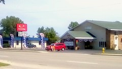 EconoLodge in Menominee, Michigan.SS (Maenette1) Tags: econolodge motel highwayus41 signs cars trees buildings menominee uppermichigan signsunday flicker365