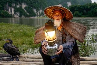 Xingping - Pêcheur aux cormorans au crépuscule.