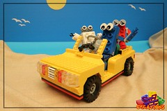 Mr Brick & Friends at the beach (EVWEB) Tags: lego creator summer beach creations moc sand sea seagull mr brick friends jeep car