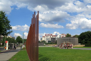How the wall divided the district in the Bernauerstrasse - Gedenkstätte Berliner Mauer