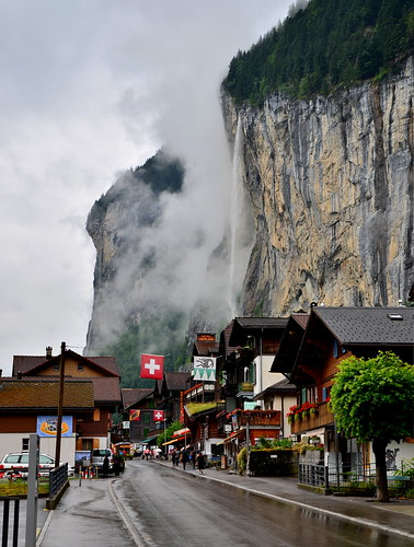 Staubbach Falls from town of Lauterbrunnen