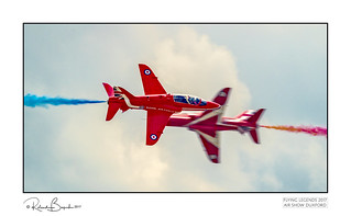 Close pass - The Red Arrows