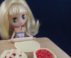 BaD 13 September 2017: Baking (jefalump) Tags: pinwheelsanddaisies lpspetiteblythe littlestpetshop petiteblythe blythe doll lps pies polymerclay