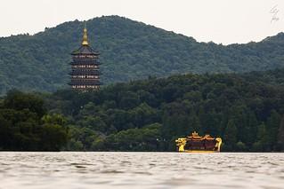 Pagode de Leifeng et le bateau Dragon- Leifeng Pagoda and the dragon boat -18/06/2017 - Hangzhou (China)