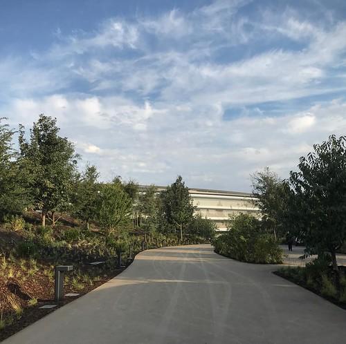 Entering #ApplePark #AppleEvent
