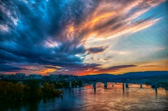 Wishing you each a great weekend. (Roland 22) Tags: walnutstreetbridge clouds skyscape sky glow reflection sunset colorful tennesseeaquariumfountains tennesseeaquarium bluffview huntermuseum tennesseeriver chattanoogatennessee flickr