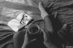 Morning tea (Photography Christophe.H) Tags: chaussettes socks pantyhose collants pieds piedi pies feet foot füse lunettes glasses livre book thé tea nb women femme girls main hand morning matin reflex canon 700d 1855mm 1855