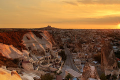 Göreme Akşamı ( Evening in Goreme) (Talip Çetin) Tags: kapadokya göreme nevşehir akşam night peri bacaları fairy chimneys aşıklar tepesi lovers hill volkanik ev otel pansiyon home hotel pension openair museum kaya mağara cave cappadocia türkiye turkey turchia türkei турция turquie anadolu anatolia ürgüp günbatımı sunset açık hava müzesi manzara landscape doğa nature kamp camp gezi tur tour travel trip walking climbing tatil holiday turkish yaz sun güneş トルコ 土耳其 تركيا skyline cloud milli parkı balayı honeymoon