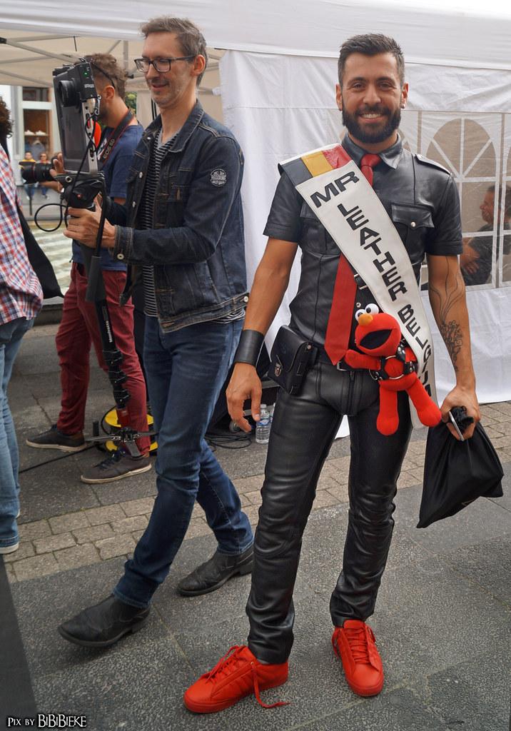 gay foot highheels