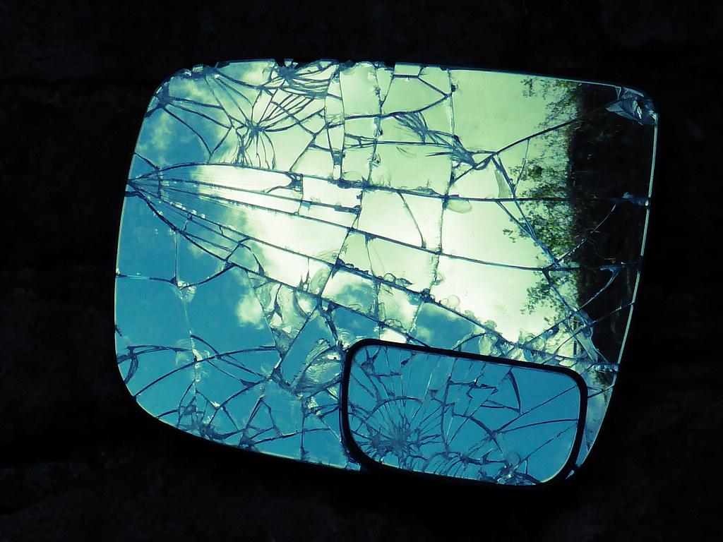The world 39 s best photos of broken and kaputt flickr hive for Spiegel zerbrochen