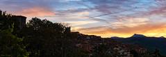 Atardecer en Miranda del Castañar, Salamanca - España (Victor Hugo Ganoza) Tags: atardecer miranda castañar peña francia torre castillo campanas salamanca españa spain panoramica sunset pentax k30 victor hugo ganoza