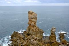 Fragilidad. (Howard P. Kepa) Tags: cantabria liencres marcantabrico costa areniscas rocas sedimentos arcillas calizas