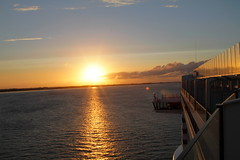 "AIDAprima Sailaway Hamburg_MG_2224 (horn.mats) Tags: kreuzfahrt ship cruise aidaprima nordsee north sea schiff vessel meer sonnenuntergang sunset abend evening wolken clouds himmel sky sonne sun canon eos 7 d ""canon 7d"" ef 24105mm 14 l is ii usm ""canon usm"""
